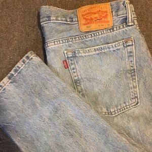 Light Wash Levi Jeans
